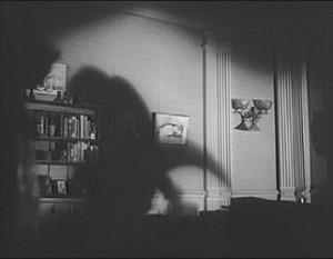 Stín toho moc neřekne, ale představivost se rozjíždí na plné obrátky.