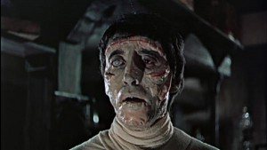 A máme tu Chrise Leeho v celé své monstrózní kráse - taky vám Karloffovo monstrum přijde lépe nalíčené?
