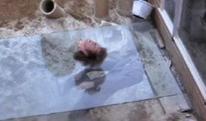 Film si nebral servítky a letící hlava je toho důkazem.