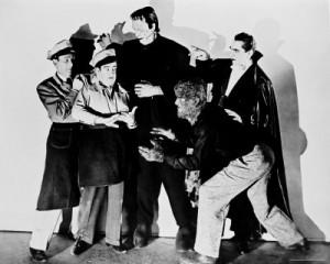 Všechna čtyři klasická hororová monstra na jedné scéně. Neviditelný muž je ten úplně vpravo.