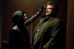 Pořádný chlap, ale stejně se Lisbeth bojí víc jak čert kříže.
