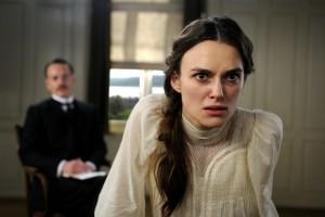 Šílené výlevy Keiry Knightley jsou skutečně perfektně ztvárněné.