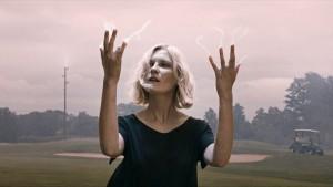 Taky bych asi takhle koukal na svoje prsty, kdyby mi z nich šly blesky.