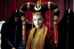 Amidala má hodně zvláštní lidi, kteří jí vybírají oblečení.