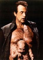 Mutant, který v nové verzi filmu chybí.