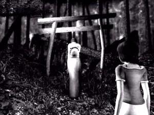 Mio se poprvé setká s podivnými úkazy v opuštěném lese.