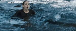 Ještě aby se utopila!