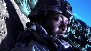 Záběr na vojáka.