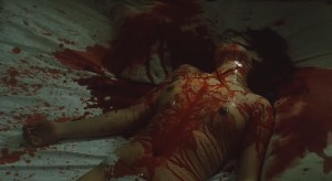 Smrt umí být krvavá.