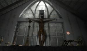 V zarostlé zahradě stojí opuštěná kaple, jejíž atmosféra také vyloženě zvedne náladu.