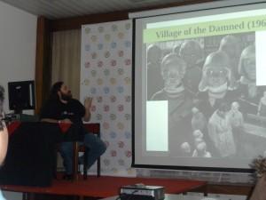 Honza Vojtíšek už se maximálně soustředí na svou přednášku.