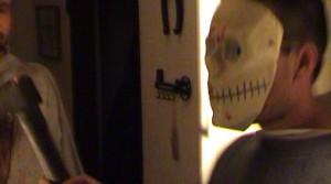 Tentokrát měli i masky.
