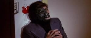 Proměna v opičího muže je téměř kompletní.