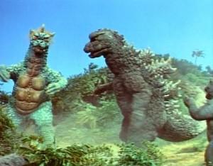 Gojira malého ochrání.