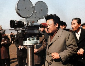 Kim Čong-il sám za kamerou.
