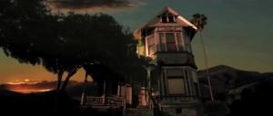 Jak jinak, strašidelný dům.