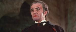 Dracula na začátku filmu.