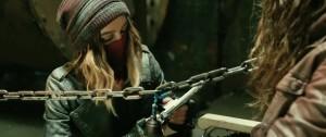 Ona se zbraní moc nebojí.