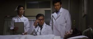 Doktoři vypadají, že ví, co dělají.