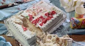 Co to sáhlo do dortu?