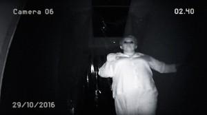 Někdo nastražil kameru.