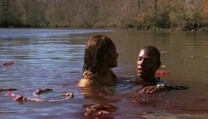 Trocha... vlastně hodně krve a masa ve vodě.