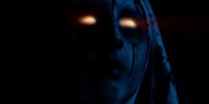 Ve tmě se svítící oči hodí.